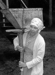Naistyövoimaa parantolan työmaalla (Clarissa Bäckman)